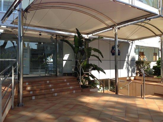 Sofia Apartments: Indgang til hotellet.