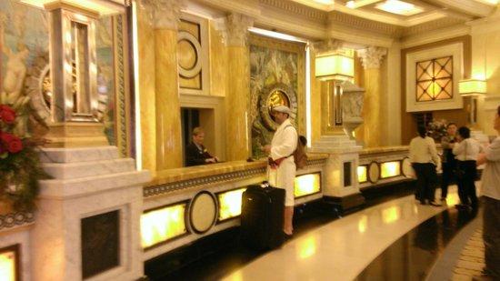 Bozo at the Front Desk at Caesars Foto di Caesars Palace