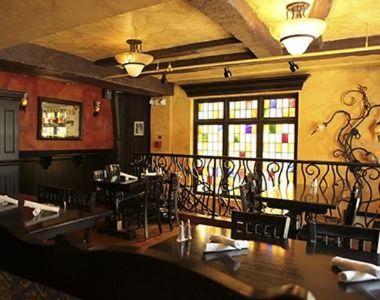 Lenox Hotel: Upstairs of Solas Irish Pub