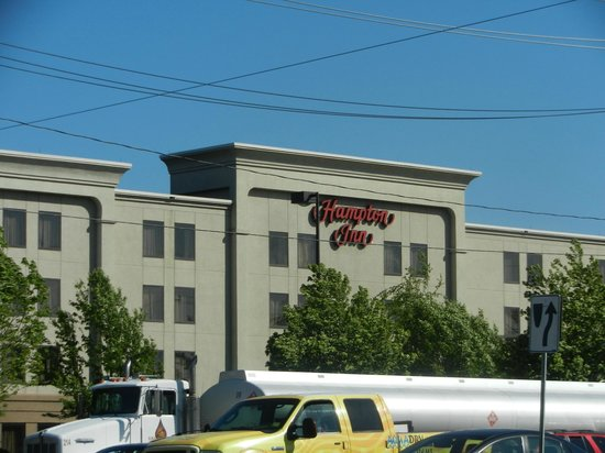 Hampton Inn Linden : Conveniently located on Route 1