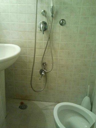 Korean House: il bagno con la doccia
