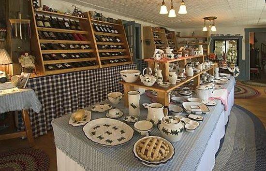Yardarm Village Inn: Gift Shop