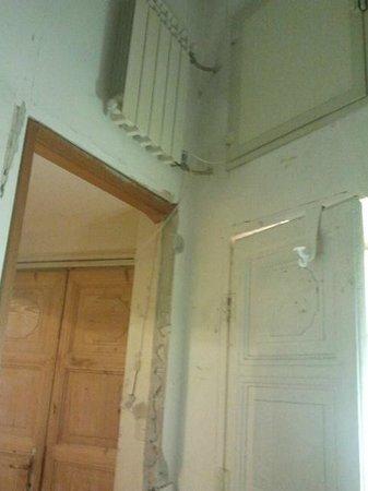 Hotel Enrica: il termosifone in soffitta