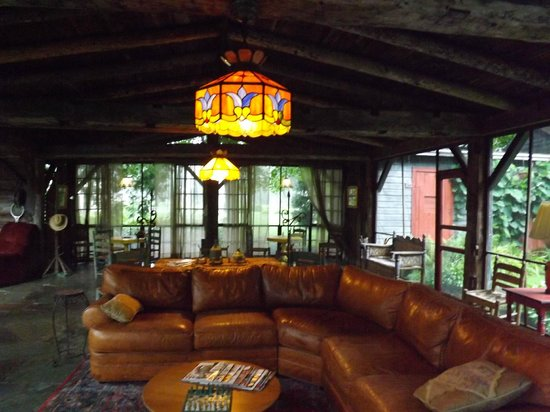 The Old Mill Bed & Breakfast: Siesta outside relaxation area