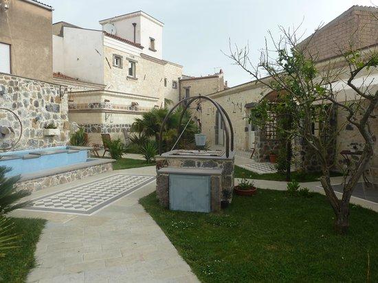 Hotel Maison Tresnuraghes: jardin intérieur