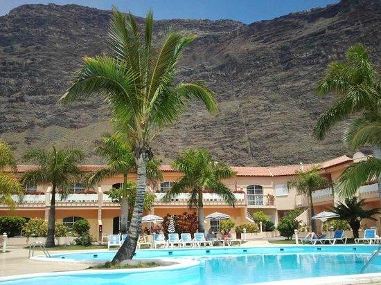 Poolbereich bild von jardin del conde valle gran rey for Jardin del conde valle gran rey