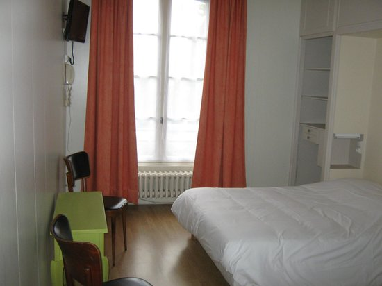Au Refuge: chambre double à 55 euros avec wc, salle de bain, écran plat, wifi.