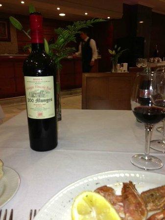 Hotel Carlos I Silgar: Buen vino pagado aparte