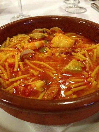 Hotel Carlos I Silgar: Un buen guiso de fideos en la cena