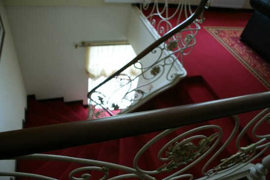 Guest House Pirkliu Namai: лестница с 1ого этажа на 2ой