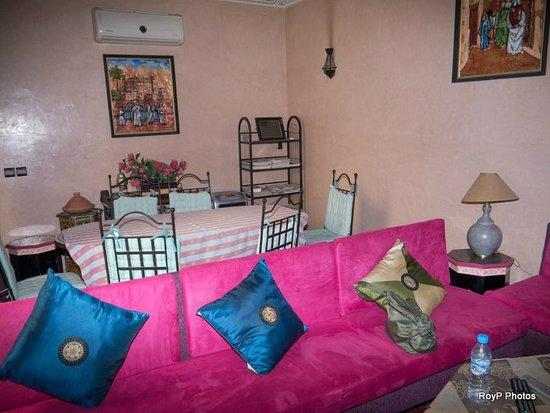 Riad Dubai: Communal lounge
