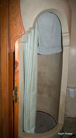 Riad Dubai: Shower