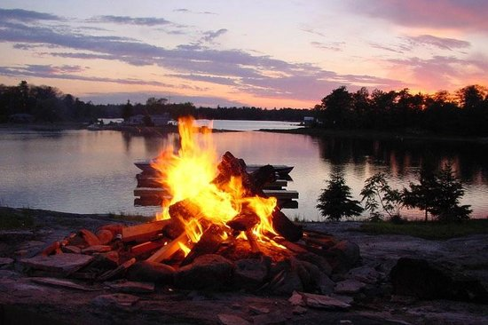 Hall's Housekeeping Cottages: Beach Fire Pit