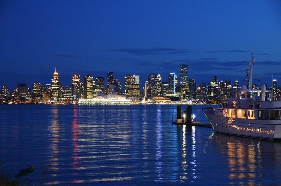 Anatoli Souvlaki : Vancouver from the foot of Lonsdale