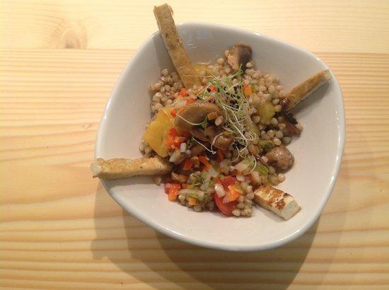 El Curry Verde - Bar / Restaurante Vegetariano: Ensalada de trigo sarraceno.