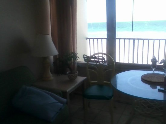 Daytona Inn Beach Resort: Camera on my phone isn't great, but I loved all the detail of the room. And look at the ocean th