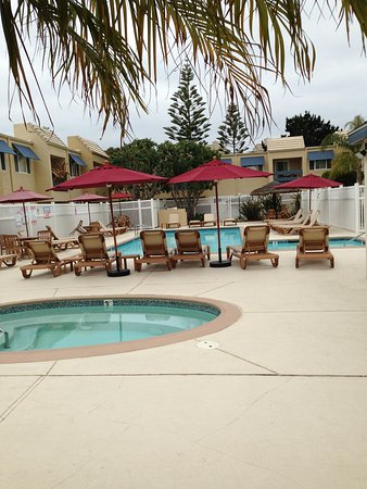 Sand Pebbles by EVRentals: Pool and jacuzzi.