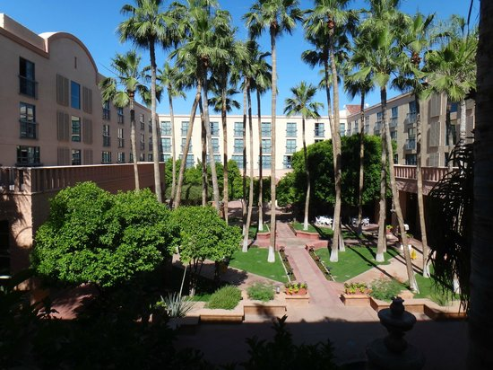 Tempe Mission Palms Hotel and Conference Center: Tempe Mission Palms inner court