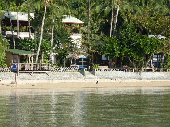 Coral Bay Resort: view from the boat on the beach