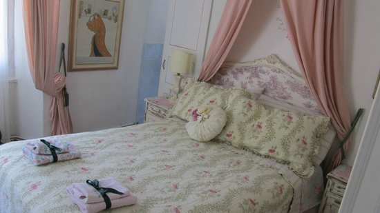 B&B Casa Nan: Bianco & rosa!!!