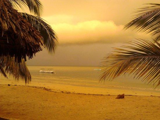 Sambatra Bed & Breakfast: L'alba vista dalla camera