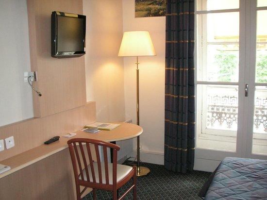 Hotel Le Bourbon : Chambre