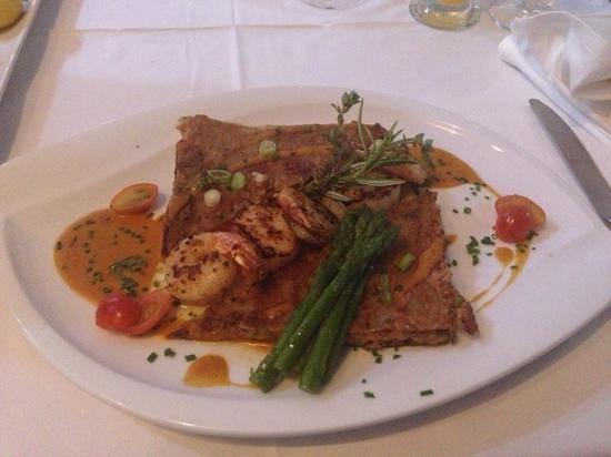 Le Ti Provencal : scallops and shrimp with asparagus and crispy mushroom risotto
