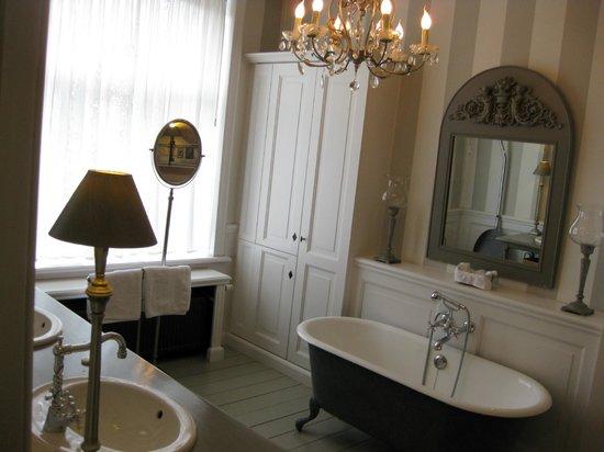 Engelen Aan De WaterKant: great badkamer