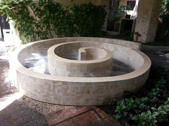 Grand Palladium Kantenah Resort & Spa: Foot massage by small round stones - kinda torturous