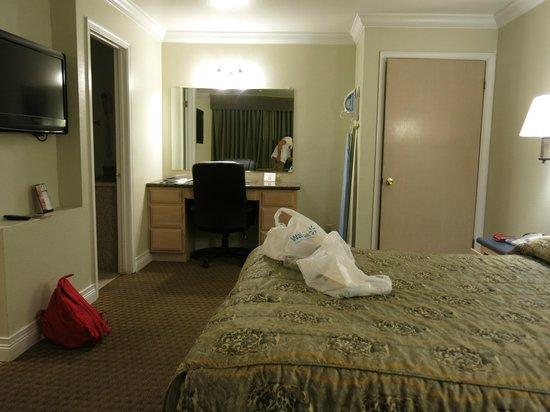 Americas Best Value Inn & Suites-Clovis/Fresno: the room