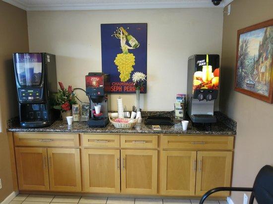 Americas Best Value Inn & Suites-Clovis/Fresno: the breakfast counter