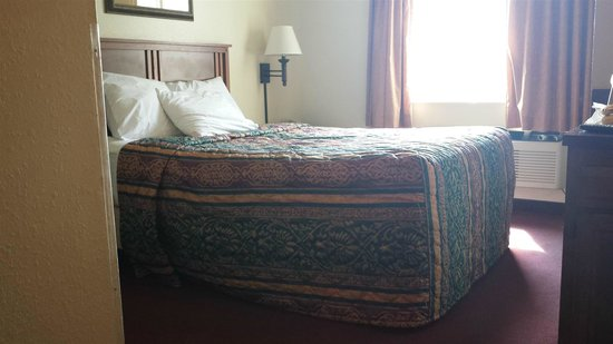 Red Roof Inn & Suites Council Bluffs : Bed
