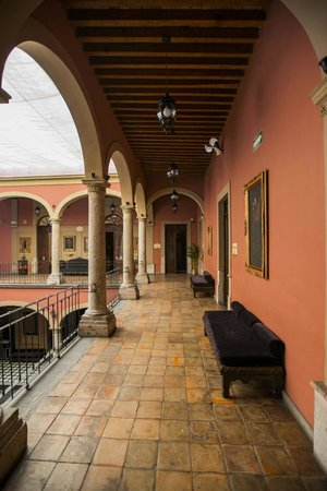 Casa Pedro Loza: Rooms and suites surround the courtyard