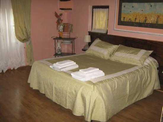 La Torretta Bed and Breakfast: La camera