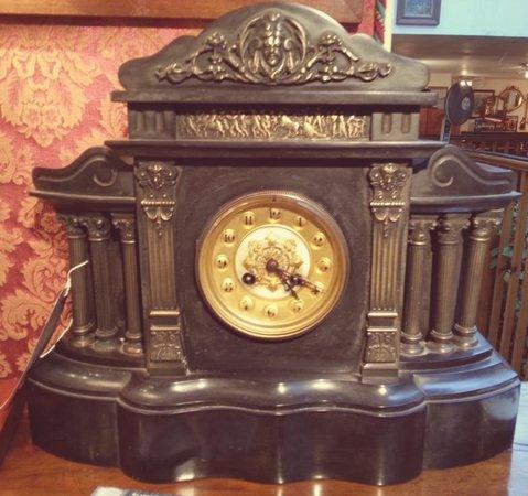 Northcote Road Antiques Market: clock