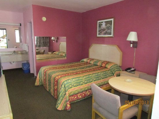 Turnpike Motel : Queen Size Room