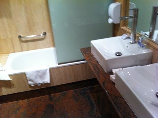 Hotel Alfonso VIII de Cuenca: baño