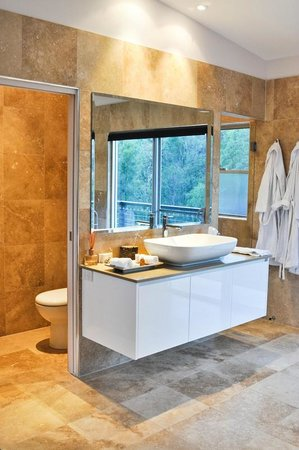 Deja Vu Estate: Stone bathroom with shower temple