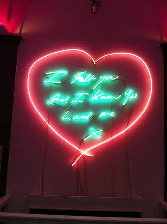 Aberdeen Art Gallery: Love heart