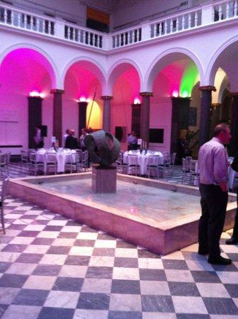 Aberdeen Art Gallery: Central space