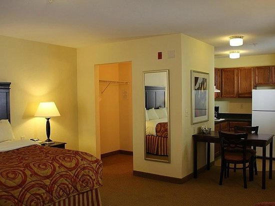 InTown Suites Bowling Green Extended Stay Hotel: King Suite