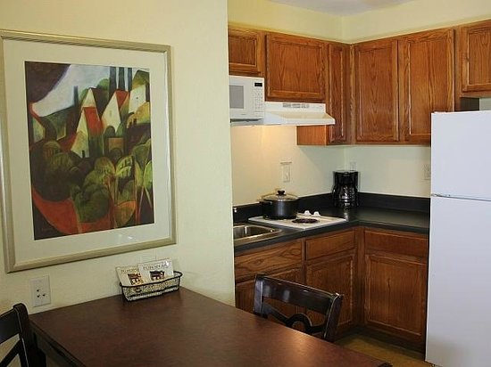 Bowling Green Extended Stay Hotel: King Suite Kitchen Area