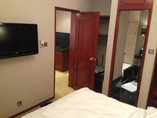 The Charterhouse Causeway Bay Hotel: room view 2