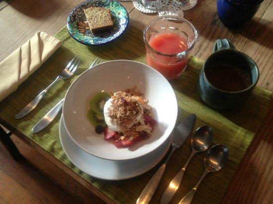 Brandt House: Fruit, Yogurt and homemade granola & banana bread!!! YUM!