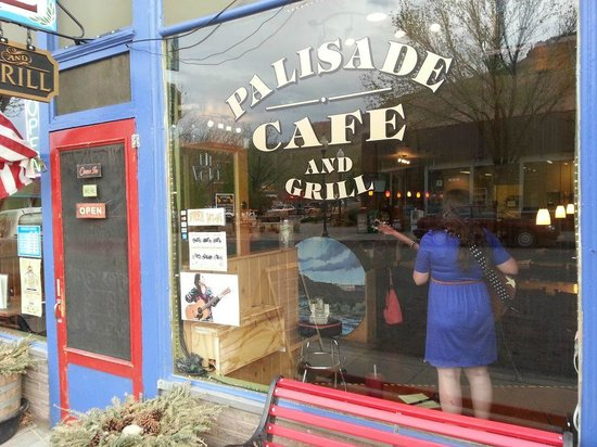 Palisade Cafe and Grill: Annalise Emerick from Boston was amazing!