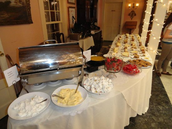 Double Eagle Restaurant: Dessert buffet included crepes