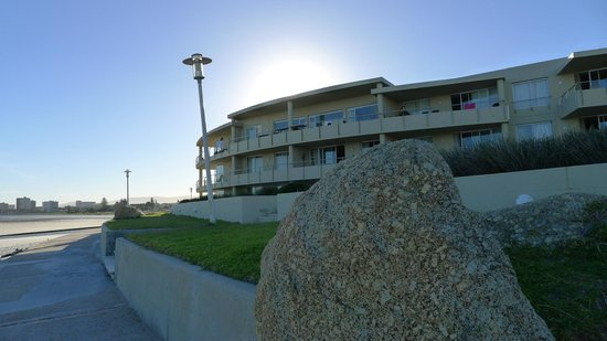 Lagoon Beach Hotel & Spa: hotel view from beach