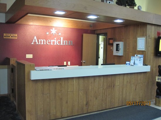 AmericInn Lodge & Suites Cloquet: Front desk