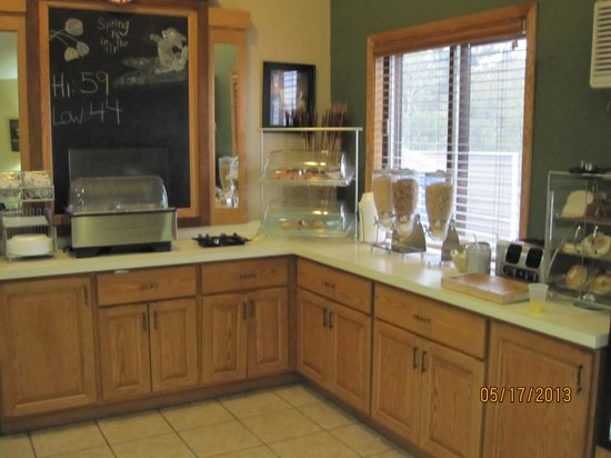 AmericInn Lodge & Suites Cloquet: Breakfast area