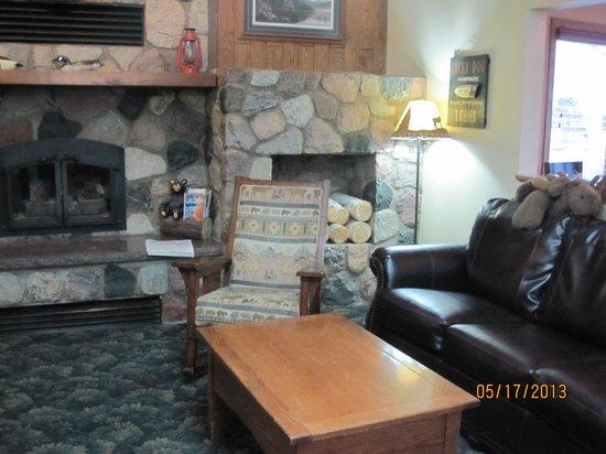 AmericInn Lodge & Suites Cloquet: Lobby